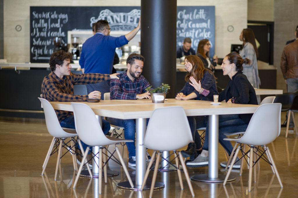 Reunión en una cafetería de un Business Center