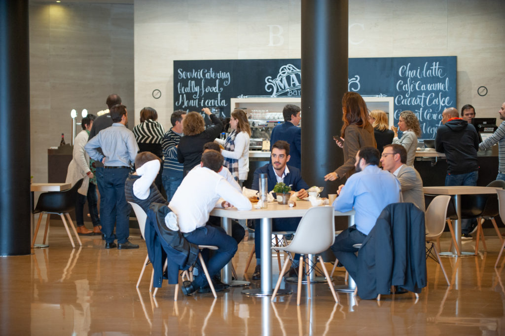 Cafetería en el centro de negocios BMC